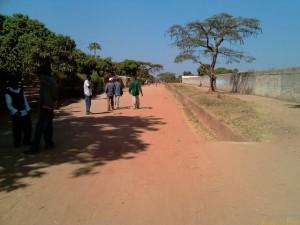 Road outside Chamboli Primary School_kitweonline