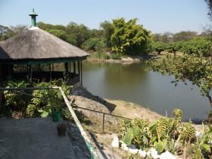 Kumasamba Lodge lake_kitweonline