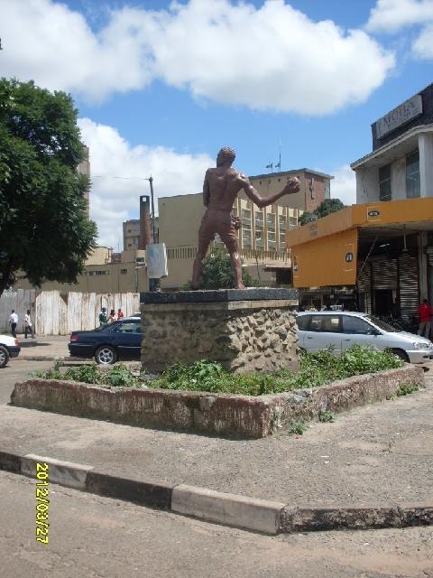 Mposa mabwe statue 2 - kitweonline
