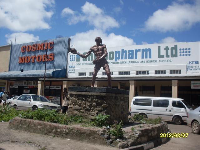 Mposa mabwe statue 3 - kitweonline