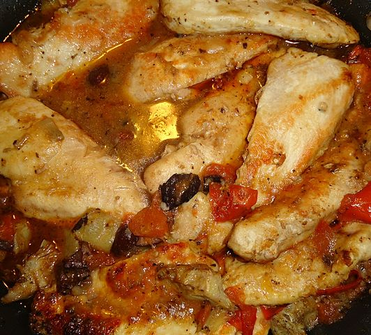 532px-Chicken_dish_cooking_tomatoes_mushrooms_spices