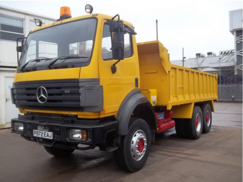 MERCEDES BENZ 2527 6x4 TIPPER_240315