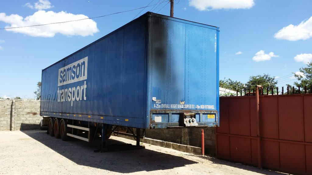 Tri-axle 30 ton box trailer, Full chassis